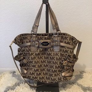 Michael Kors Large Tote w removable Strap